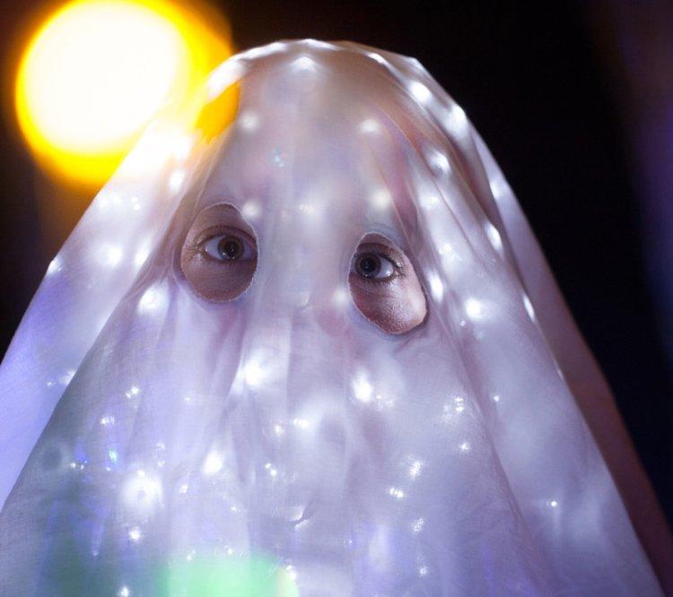 Laura Davis: Ghost Machine