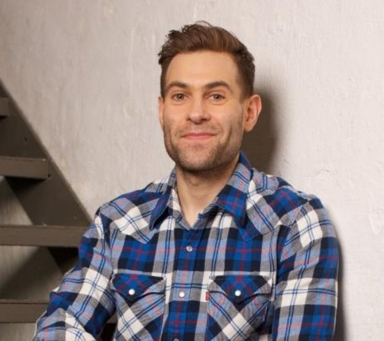 Simon Brodkin is not Lee Nelson